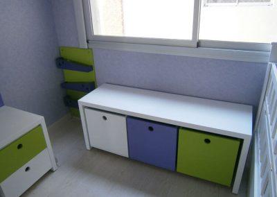 Mesa con 3 cubos